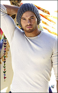 Vie Alternative Kellan-Lutz-062